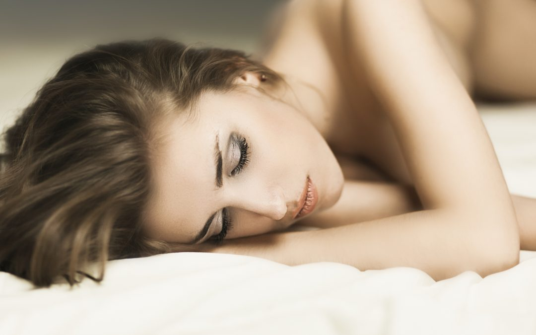 3 Amazing Benefits of Sleeping Naked